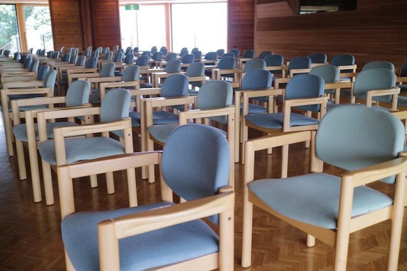 集会所の椅子_イメージ