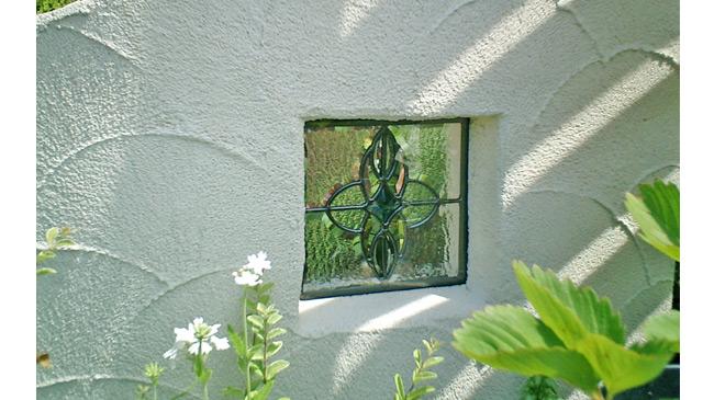玄関の外、外構ステンドグラス