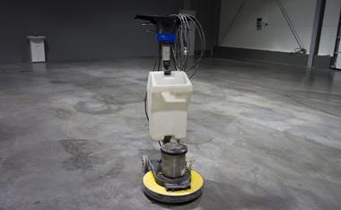 店舗や施設の床クリーニングやワックスの乾燥促進に